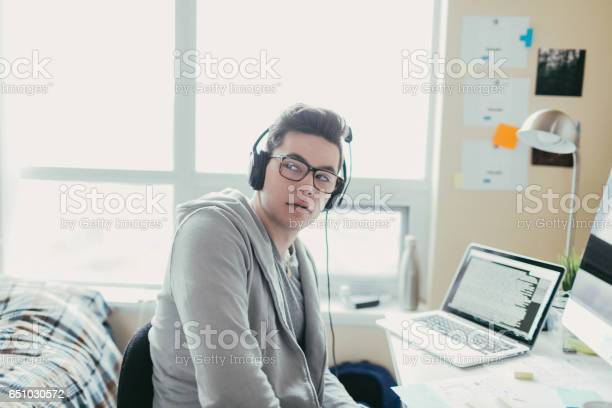 Listening to music and working picture id651030572?b=1&k=6&m=651030572&s=612x612&h=w3ejvqbtd3q6bvvhnutuvgokpcw15omkznsexebp8ak=