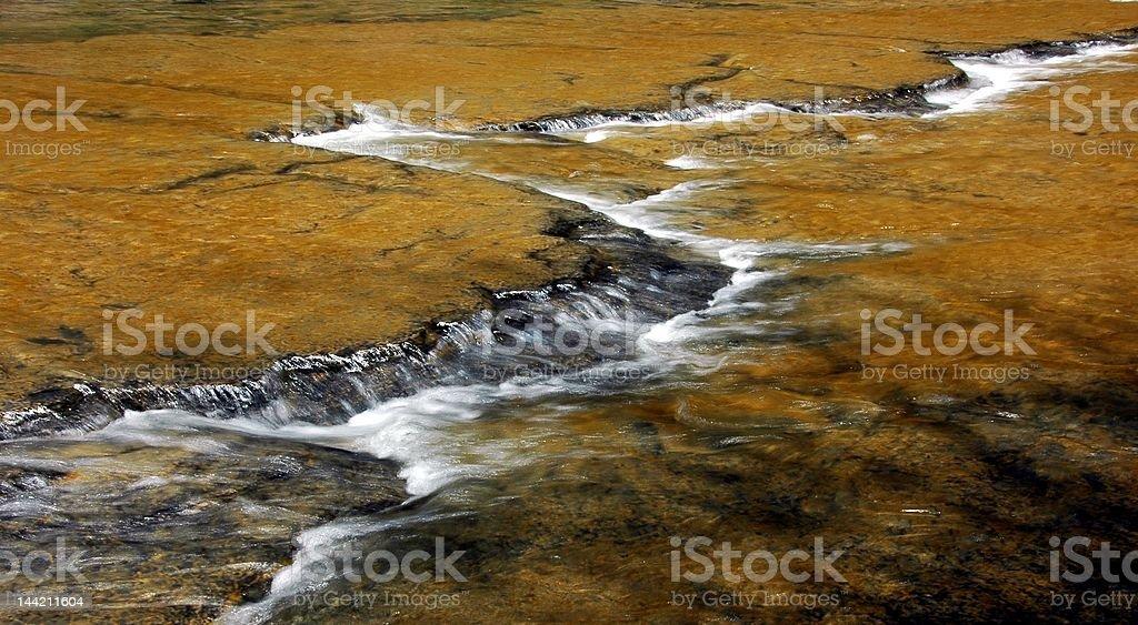 Lit de rivière sur plaque orangée royalty-free stock photo