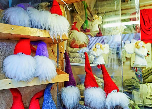 little angel and gnome statues at riga christmas market - engelsflügel kaufen stock-fotos und bilder