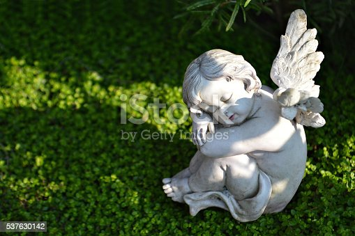 istock Little angel figurine on the grave 537630142