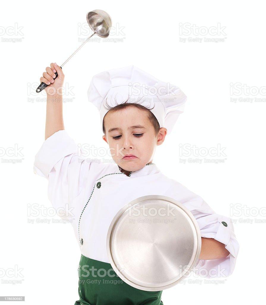 Little angry junge cook play knight mit Küchenzubehör – Foto