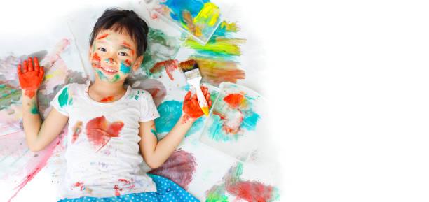 kleine künstler - kinderfarben stock-fotos und bilder