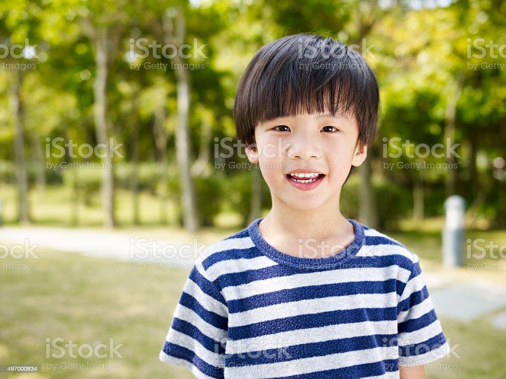 Pequeno menino asiática - foto de acervo