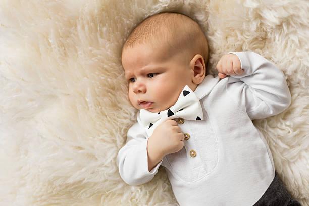 little baby boy dressed up in suit with bowtie - festliche babymode junge stock-fotos und bilder