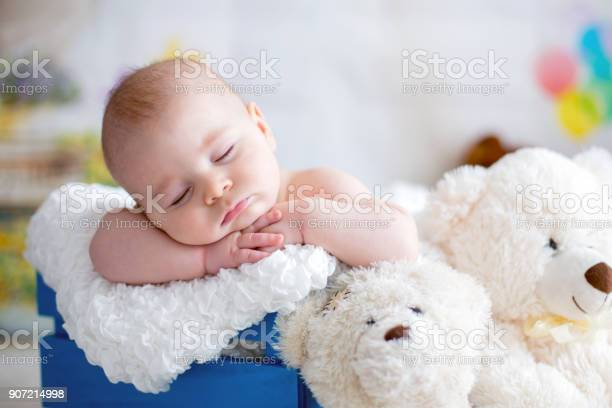 Little baby boy with knitted hat sleeping with cute teddy bear picture id907214998?b=1&k=6&m=907214998&s=612x612&h=676npfbn6gdgrfn6elvowvcr2lxw7eofb8ii 3bkces=