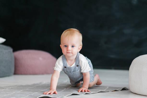 Little baby crawls on floor in black background picture id884154636?b=1&k=6&m=884154636&s=612x612&w=0&h=1zt1cg20z87xxfhkotentigi6duuegbqrtuy8yamguu=