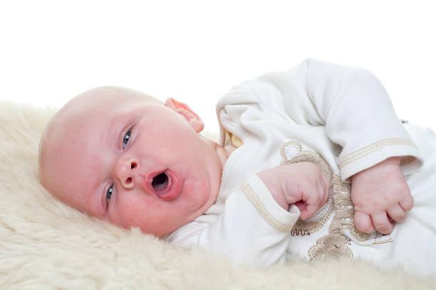 piccolo baby - tossire foto e immagini stock