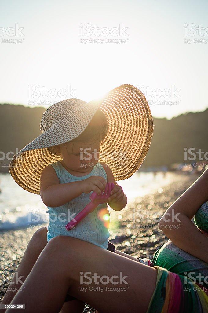 Little baby with straw hat royaltyfri bildbanksbilder