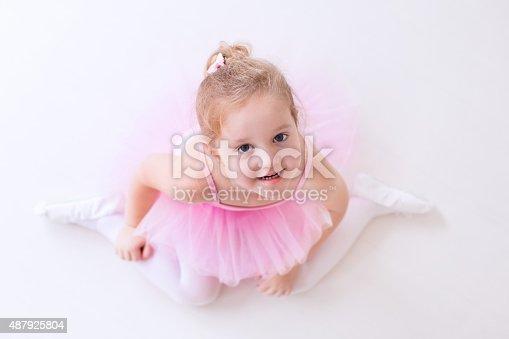 istock Little beautiful ballerina in pink tutu 487925804