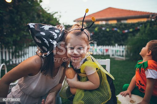 istock Little bee and her mom ready for the Halloween 607738500