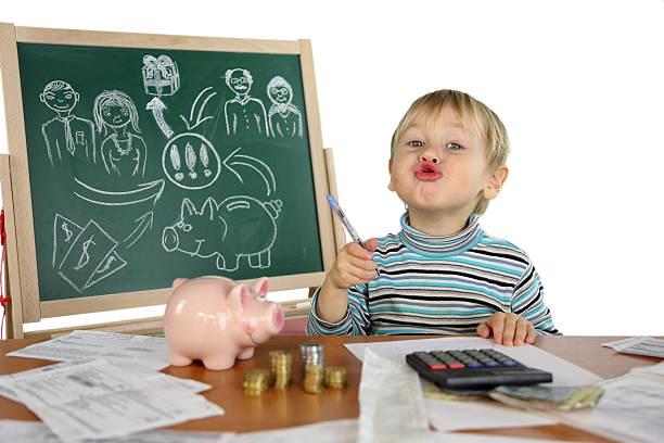 little boy und finanzen - kindergeldantrag stock-fotos und bilder