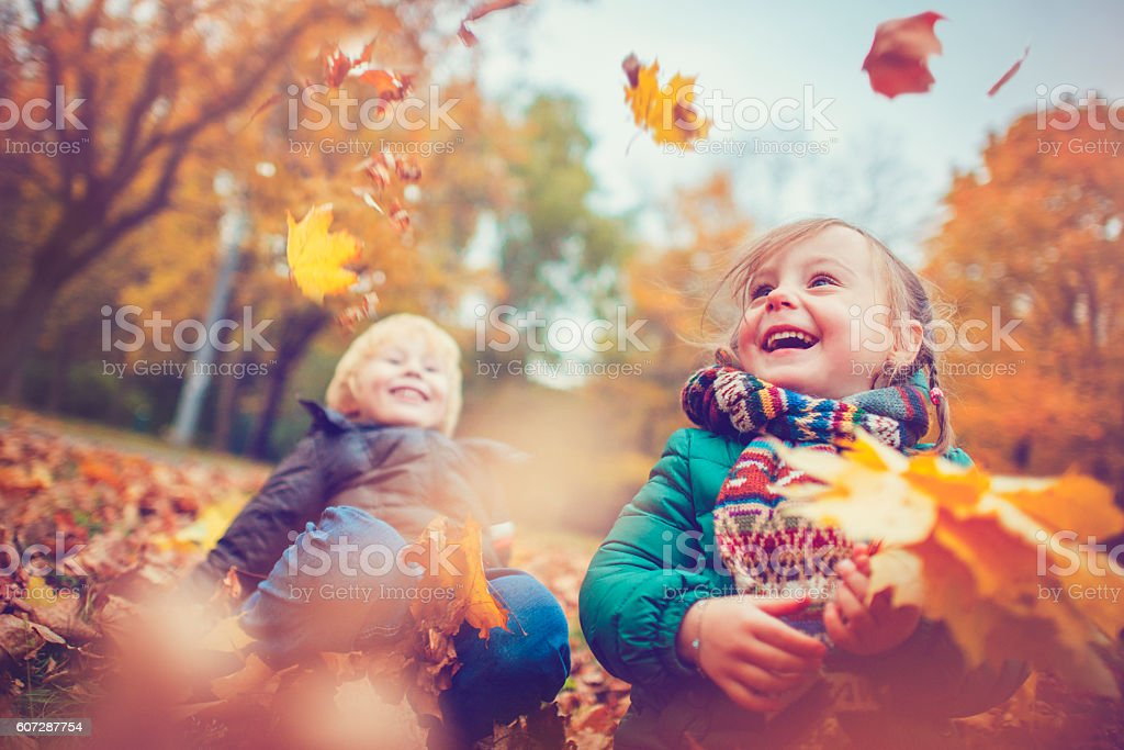 Little boy and girl in autumn park – Foto