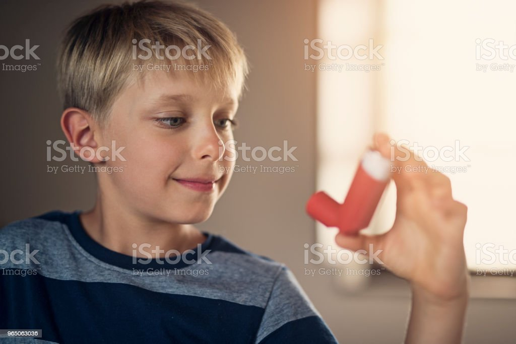 Little boy and his asthma inhaler zbiór zdjęć royalty-free