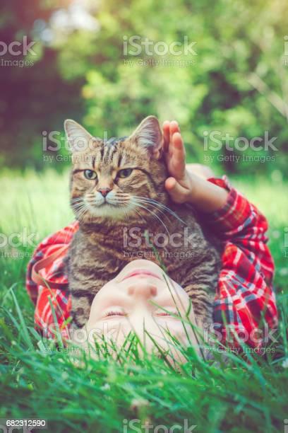 Little boy and his cat picture id682312590?b=1&k=6&m=682312590&s=612x612&h=ue0tzokxmxiyh3ew8skk3raih4t127aestmmwi4nosq=