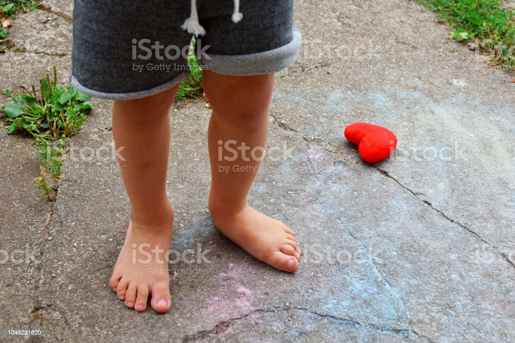 Little boy bare feet – zdjęcie