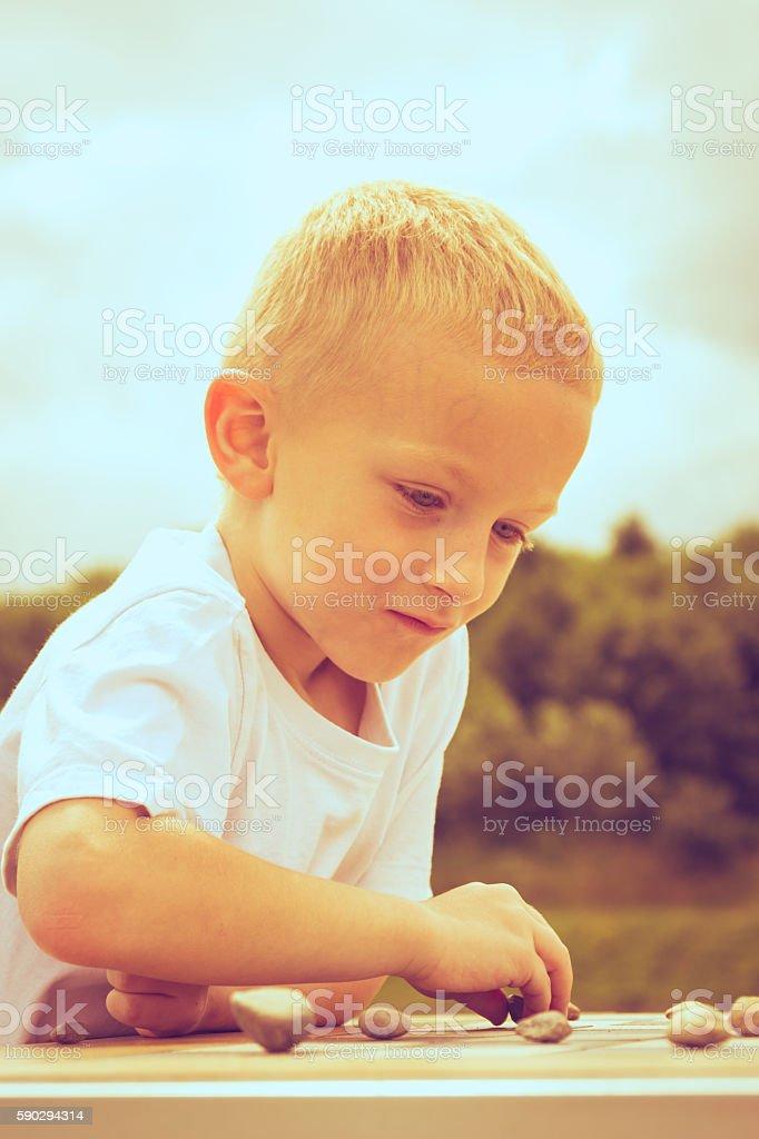 Little boy clever child playing checkers in park royaltyfri bildbanksbilder