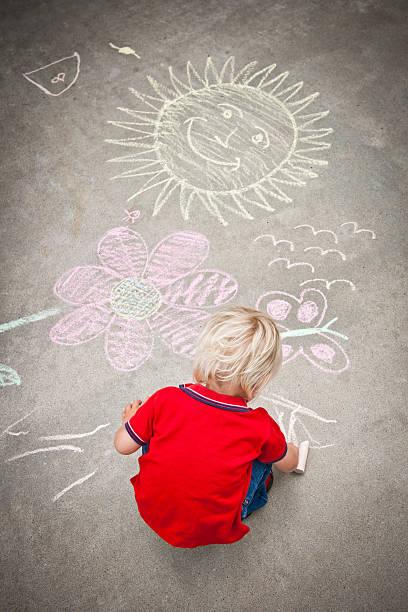 kleiner junge zeichnung - lustige babybilder stock-fotos und bilder