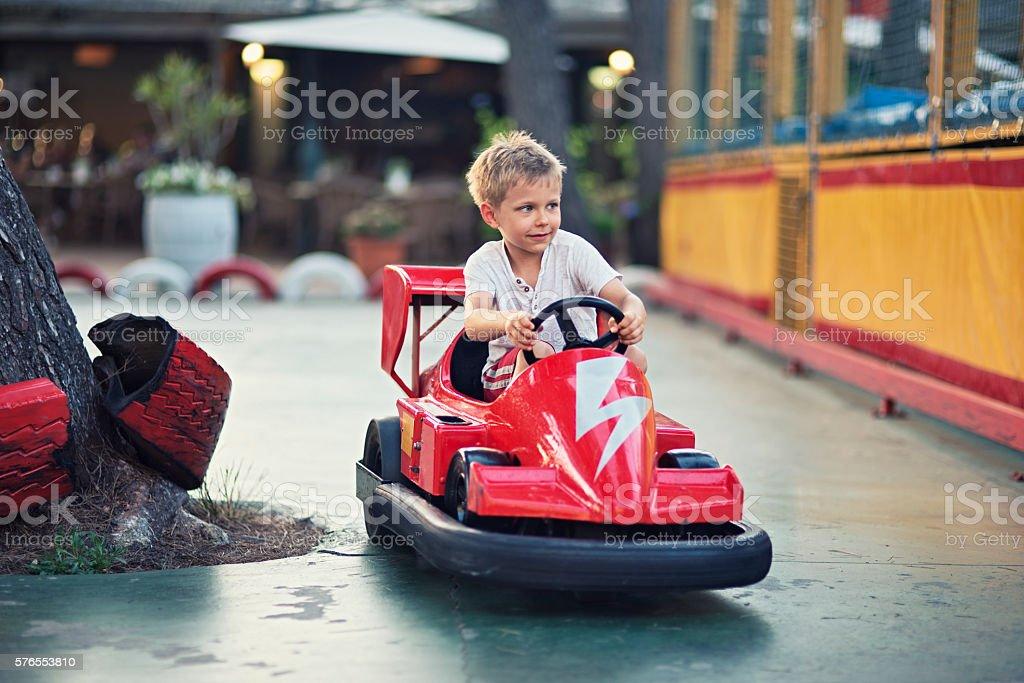 Little boy driving a bumper car – Foto