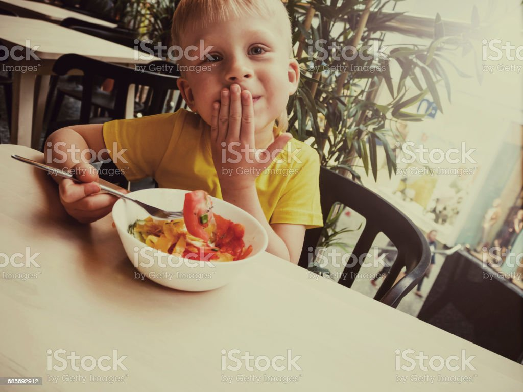 Little boy enjoying dinner at the restaurant foto de stock royalty-free