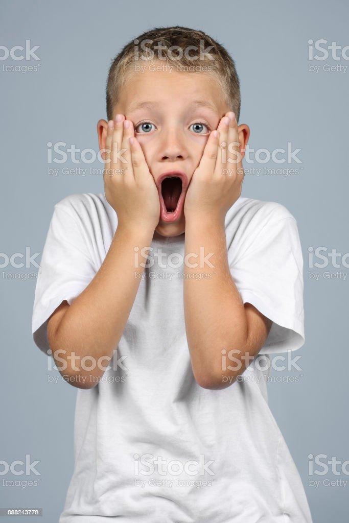 Kleiner Junge hat Angst – Foto