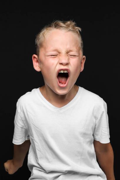 kleiner Junge schreit – Foto
