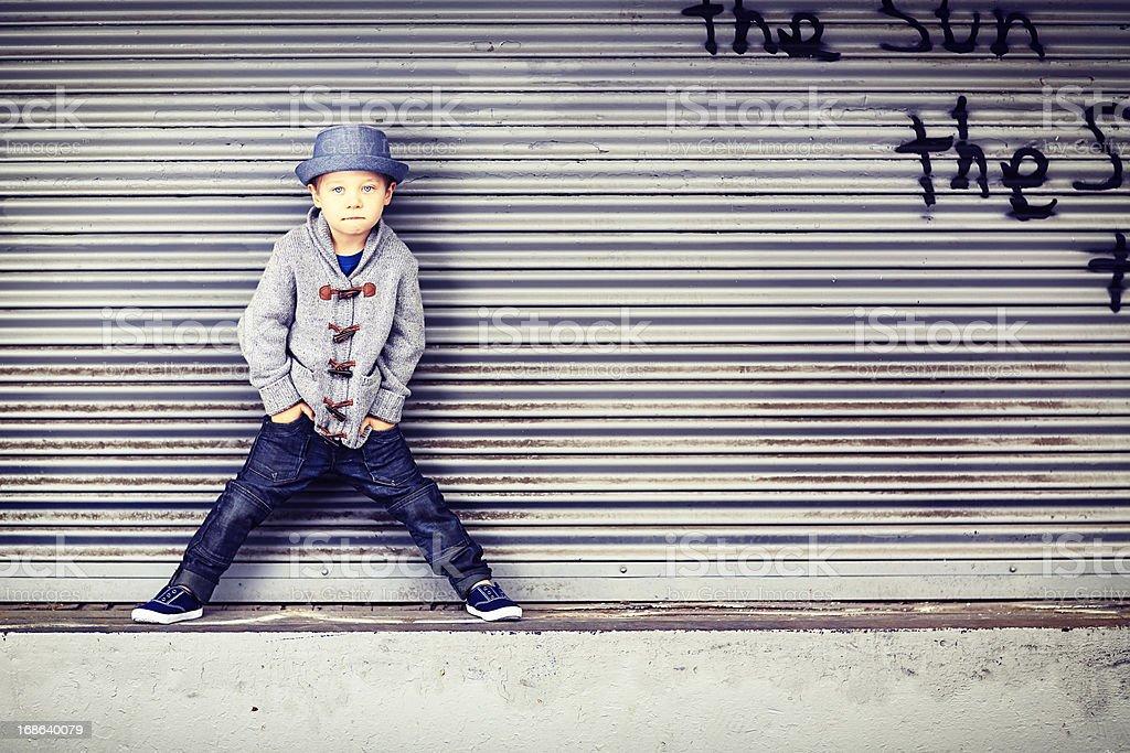 Kleine Junge auf der Laderampe – Foto