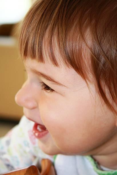 kleine jungen - langes lätzchen stock-fotos und bilder