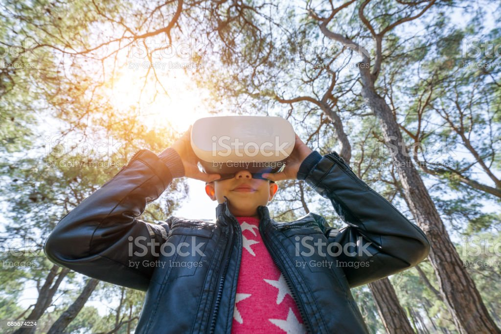 Little boy play Future Vision with Virtual Reality Headset foto de stock royalty-free