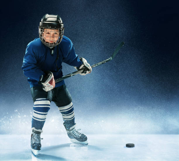 little boy playing ice hockey - hockey foto e immagini stock