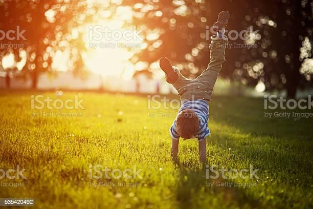 Little boy standing on hands on grass picture id535420492?b=1&k=6&m=535420492&s=612x612&h=dib0kzfvmi kfgurkxyhul t1pagqutnbq08wbna0io=