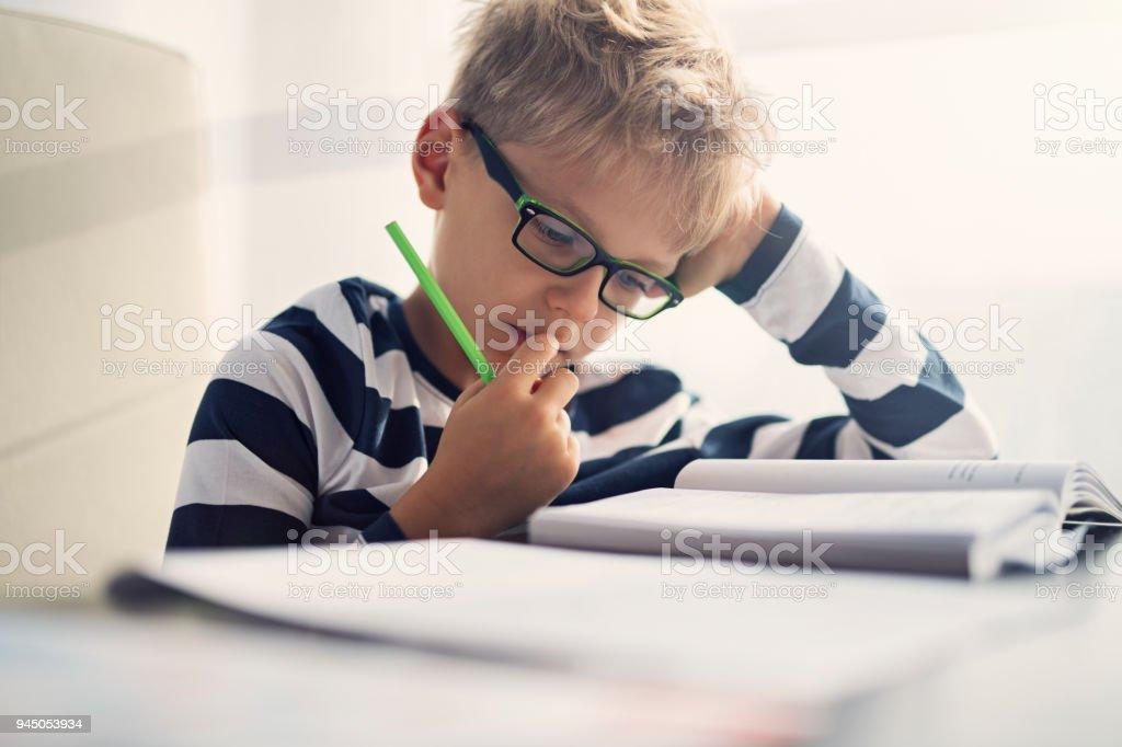 Kleine Junge Lernen – Foto