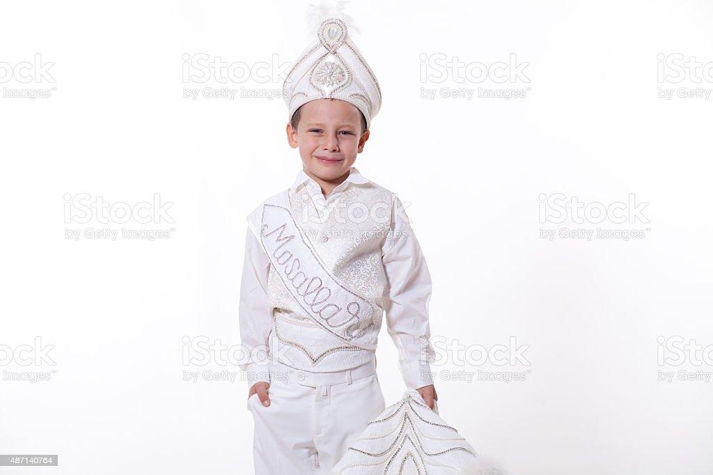 Kleiner Junge mit türkischer Verstümmelungspraktiken Kostüme – Foto