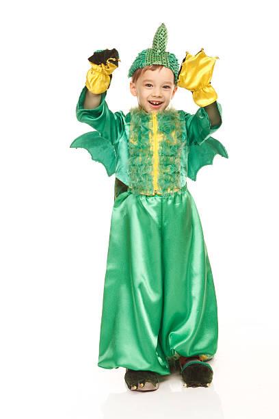 Little fröhliche Junge im dragon Kostüm – Foto