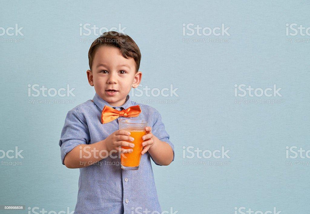 Petit Enfant Boire Un Jus Dorange Fait Maison Photos Et Plus D