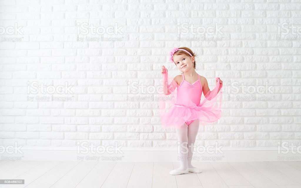 Petit enfant fille rêve de devenir ballerine - Photo