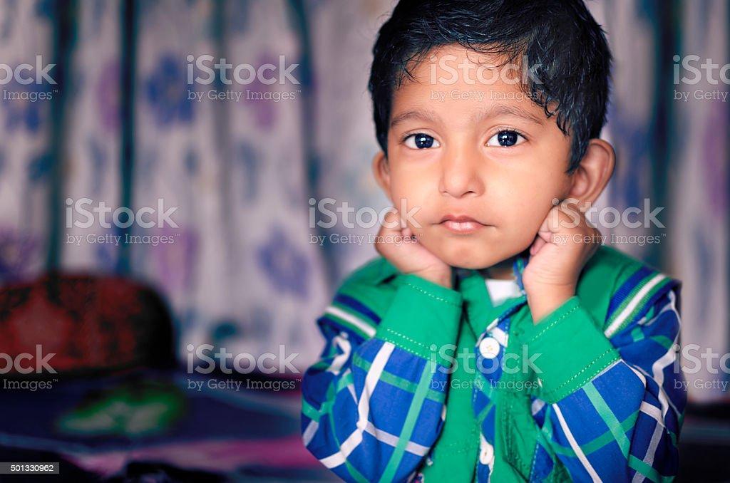 Kleine Kinder posieren für die Kamera – Foto