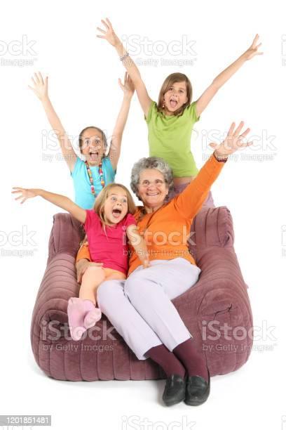Photo libre de droit de Petits Enfants Et Leur Grandmère Lèvent Les Mains De Joie banque d'images et plus d'images libres de droit de Adulte
