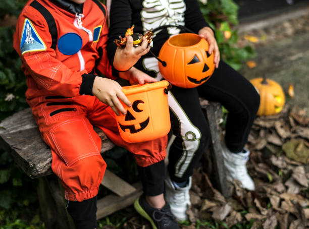 Little children trick or treating on Halloween Little children trick or treating on Halloween trick or treat stock pictures, royalty-free photos & images