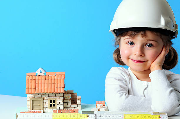 little constructor - mädchen spielhaus stock-fotos und bilder