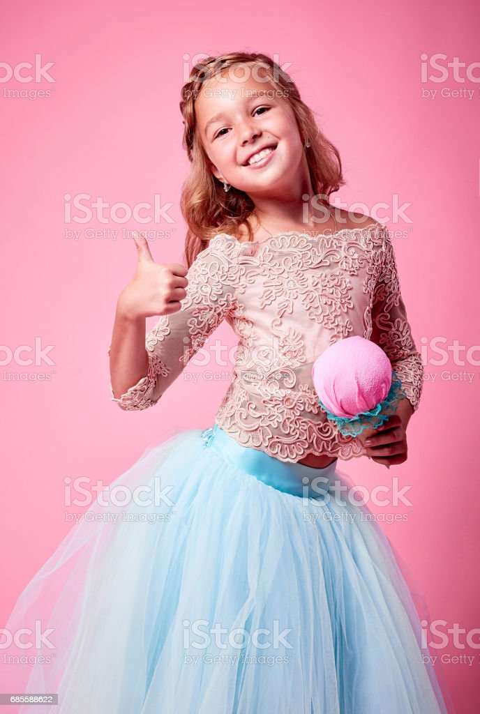 Little curly girl with ice cream in studio isolated foto de stock royalty-free