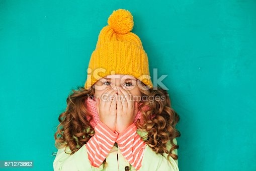 istock Little cute girl feeling cold 871273862