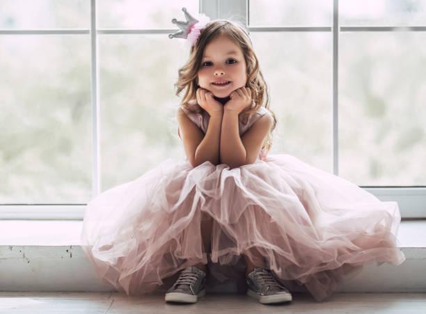かわいい女の子のドレス - プリンセス ストックフォトと画像