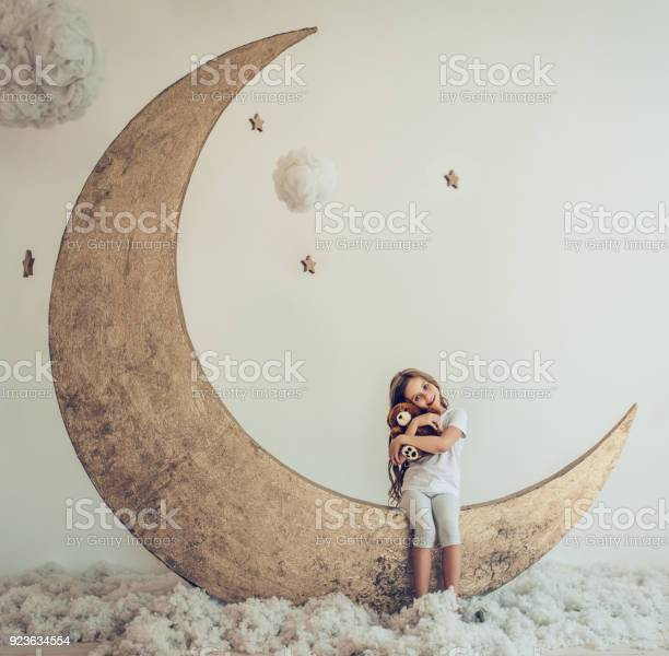 Little cute girl picture id923634554?b=1&k=6&m=923634554&s=612x612&h=xtglryvxjoyvhh4nvolueazwdg0tnth23lnjm2ffujy=