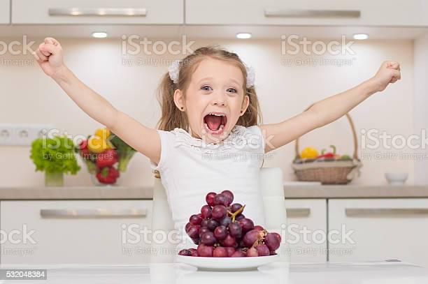 Little cute preschool girl in the kitchen picture id532048384?b=1&k=6&m=532048384&s=612x612&h=uol928gg7qtljwqhw59kqy9tnhbqfhduqlj1bcspxmq=