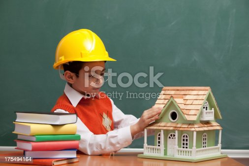 istock Little engineer with helmet designing a new house 175494164
