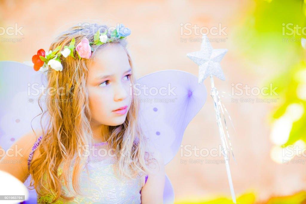 Petite fée avec une baguette magique - Photo