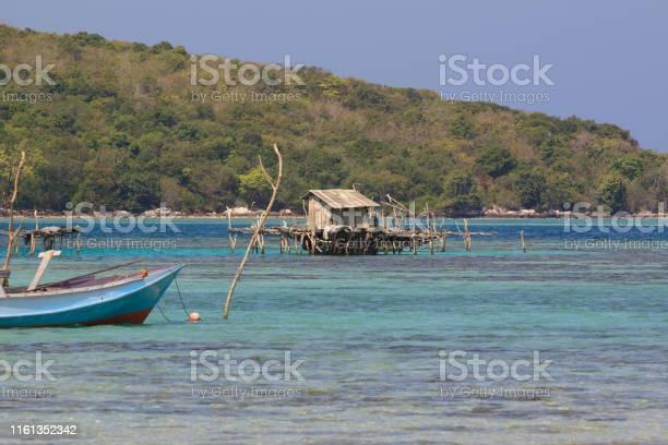 Kleine Fischerhütte Direkt Vor Den Unberührten Küsten Von Karimunjawa Stockfoto und mehr Bilder von Beschaulichkeit