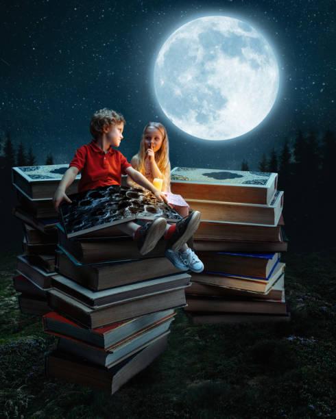 kleine mädchen und junge sitzen auf dem turm aus großen büchern - flyer inspiration stock-fotos und bilder