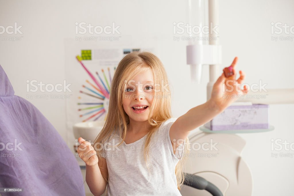 kleines Mädchen beim Zahnarzt - Lizenzfrei Zahnarzt Stock-Foto