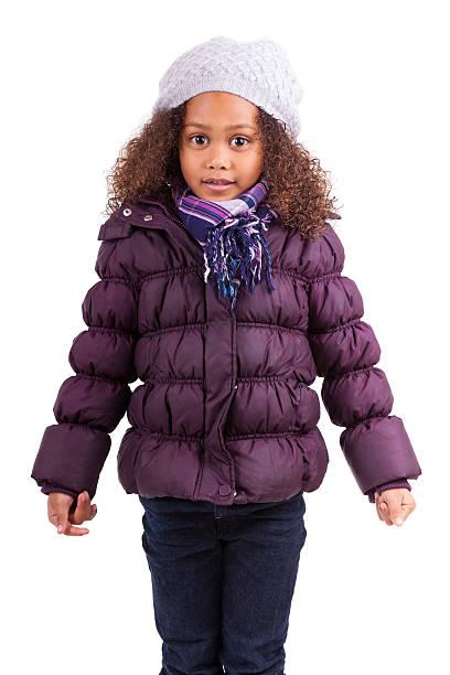Little africana asiatica ragazza che indossa vestiti di inverno - foto stock